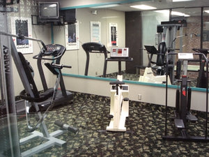 Fitness/ Exercise Room - Lamplighter Inn & Suites North Springfield