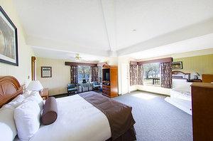 Room - Bayshore Inn Waterton Park