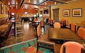 Lobby - Holiday Inn Express Hotel & Suites North Kansas City