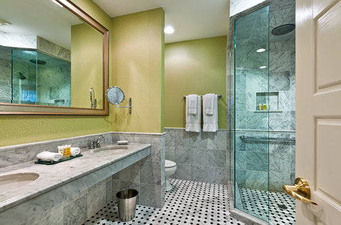 Wayne Hotel Superior Bath