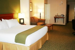 Suite - Holiday Inn Express Hotel & Suites Hagerstown
