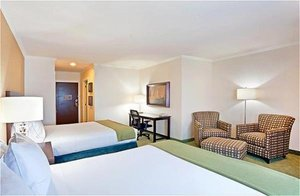 Room - Holiday Inn Express Hotel & Suites Puyallup