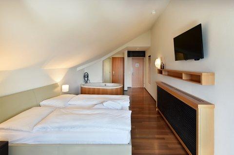 4 Bed Romantic Suite