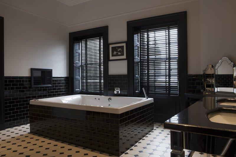 Lairds Suite Bath