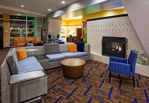 Lobby - Courtyard by Marriott Hotel Maple Grove