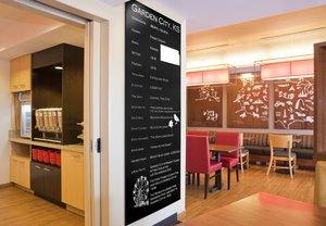 Restaurant - TownePlace Suites by Marriott Garden City