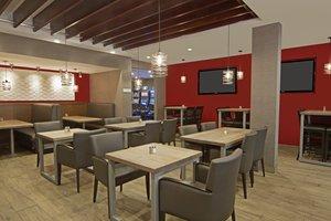 Bar - Holiday Inn Airport Calgary