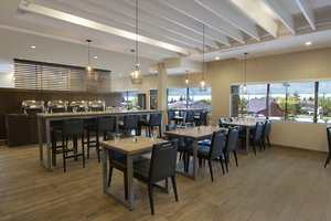 Restaurant - Holiday Inn Airport Calgary