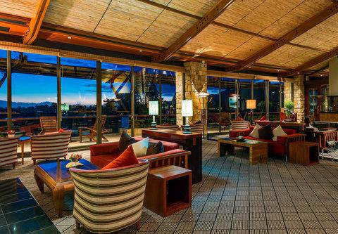 Golfer¬タルs Clubhouse ¬タモ Outdoor Terrace