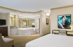 Suite - DoubleTree by Hilton Hotel Airport Miami