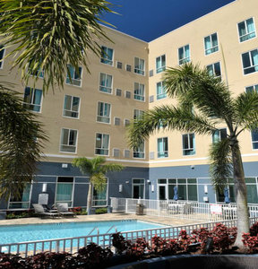 Pool - Staybridge Suites St Petersburg