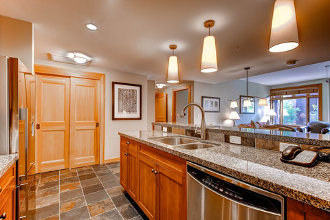 Capitol Peak Lodge Kitchen