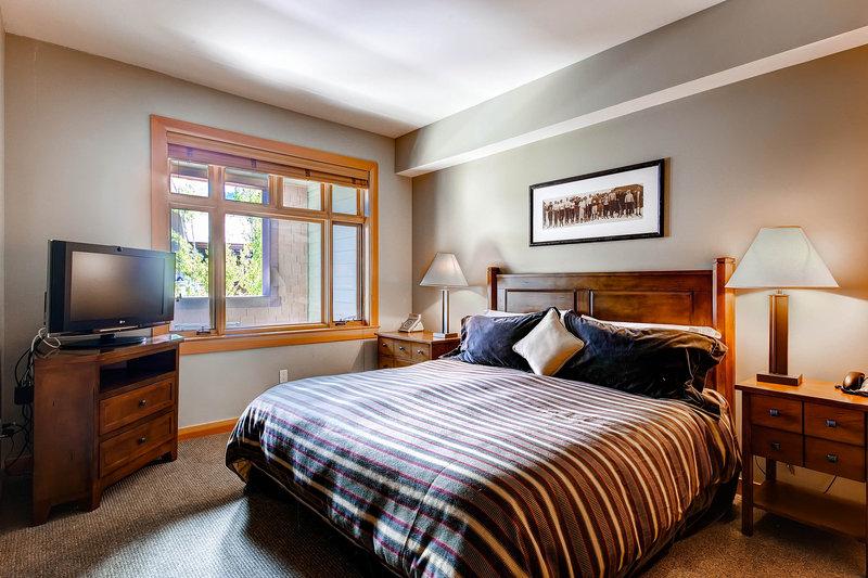 Capitol Peak Lodge Bedroom
