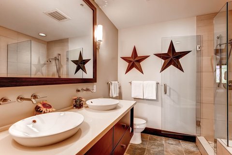 Hayden Lodge Bathroom
