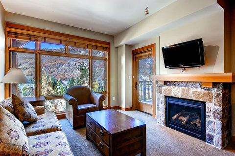 Capitol Peak Lodge Living Room