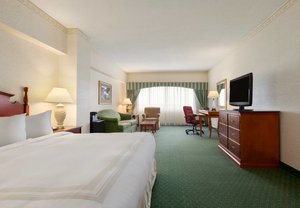 Room - Marriott Hotel Cedar Rapids