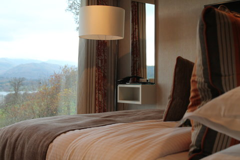 Lake View Room (Modern)