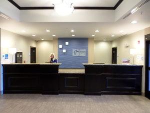 Lobby - Holiday Inn Express Hotel & Suites Northwest Emporia