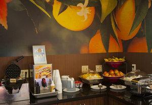 Restaurant - Fairfield Inn & Suites by Marriott Salida