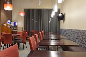 Restaurant - Holiday Inn Express Hotel & Suites Boston