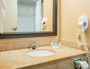 Room - Holiday Inn Hotel & Suites Slidell