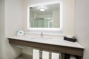 Room - Holiday Inn Express Village West Kansas City