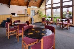 Lobby - Red Carpet Inn North East