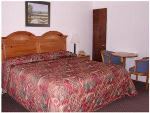 Room - Red Carpet Inn & Suites Morgantown