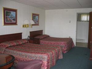 Room - Red Carpet Inn & Suites Palmyra