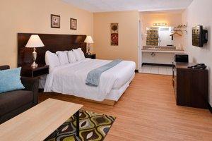 Room - Red Carpet Inn Battleboro