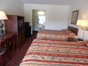 Room - Red Carpet Inn Dothan