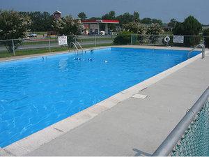Pool - Red Carpet Inn Emporia