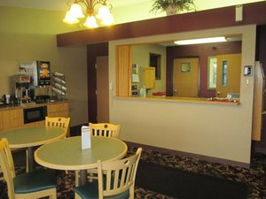 Lobby - Red Carpet Inn Windom