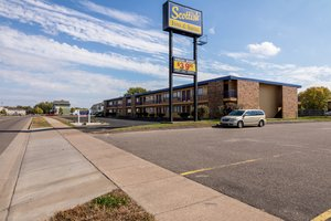 Exterior view - Scottish Inn & Suites Eau Claire