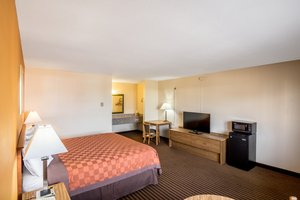 Room - Scottish Inn & Suites Eau Claire