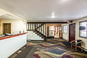 Lobby - Scottish Inn & Suites Eau Claire