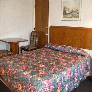 Room - Scottish Inn Commerce