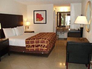 Room - Red Carpet Inn Fort Lauderdale Airport