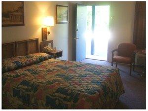 Room - Scottish Inn Osage Beach