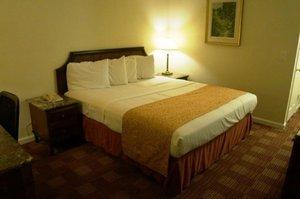Room - Scottish Inn on the Hudson Waterford