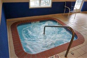 Pool - River Hills Hotel & Suites Mankato