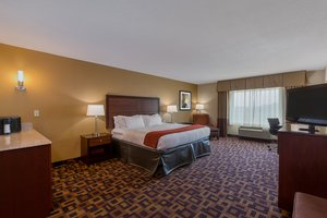 Room - Holiday Inn Express Hotel & Suites Salina