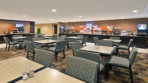 Restaurant - Holiday Inn Express Hotel & Suites Colby