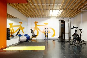 Fitness/ Exercise Room - Hotel Le Dauphin Montreal Longueuil