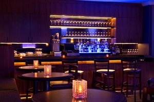 Bar - DoubleTree Suites by Hilton Hotel Allston