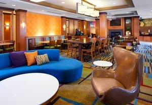Lobby - Fairfield Inn & Suites by Marriott Cumberland