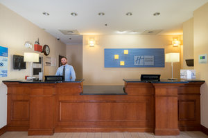 Lobby - Holiday Inn Express Hotel & Suites Quakertown