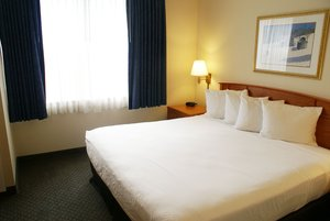 Suite - Country Inn & Suites by Radisson Lansing