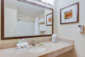 - Holiday Inn Express Hotel & Suites Largo