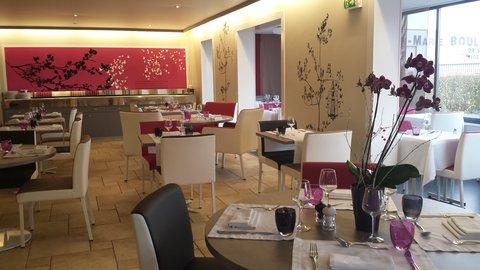 breakfastRoomWithinRestaurant